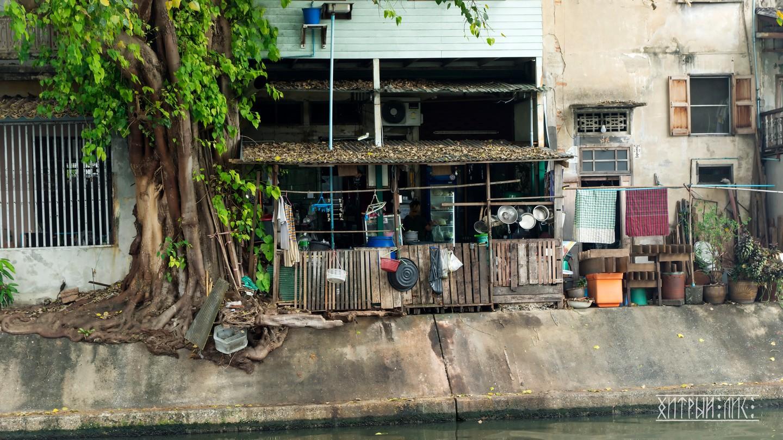 Дом на берегу канала