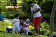 Семья в парке Люмпини