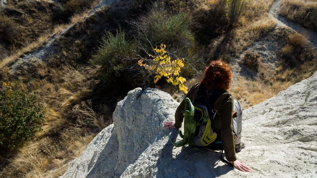 Слезая со скалы
