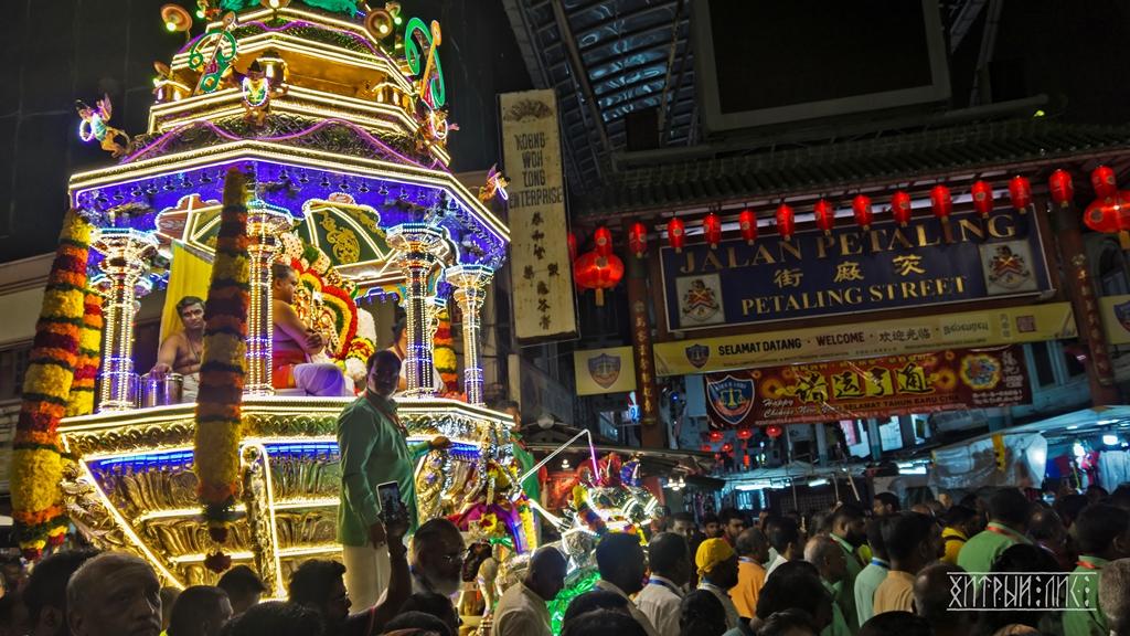 Шествие на индийский праздник Тайпусам