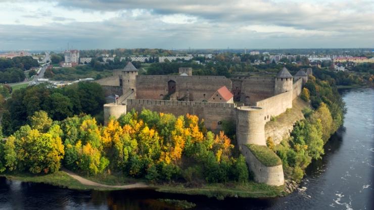 Вид на Ивангородскую крепость 2