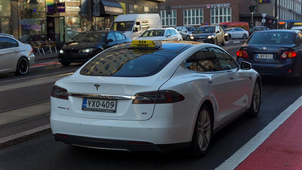 Такси Tesla