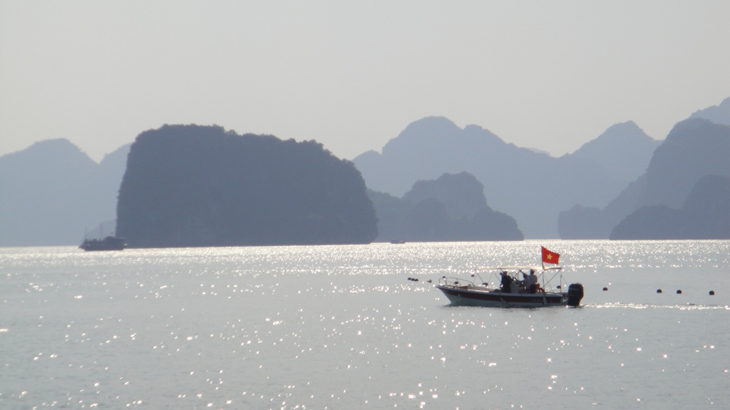 Лодка в бухте Халонг