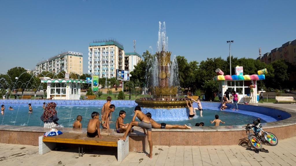 Дети-в-фонтане