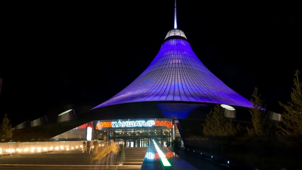 Ночная-Астана.-Хан-Шатыр