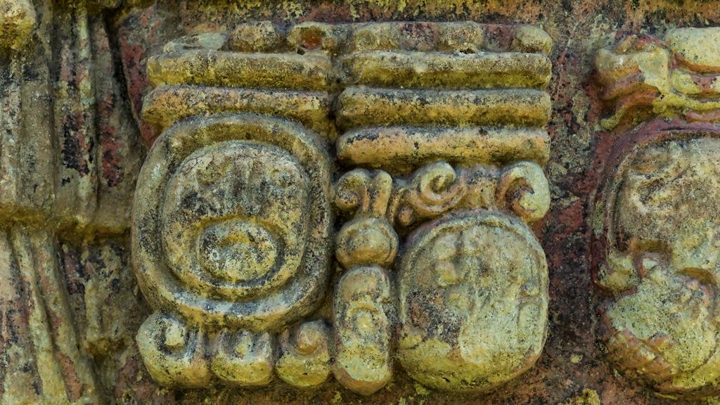 Рельефы-майя