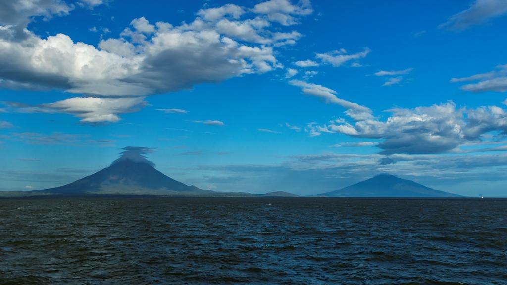 Ометепе-вулканы-Консепсьон-и-Мадерас